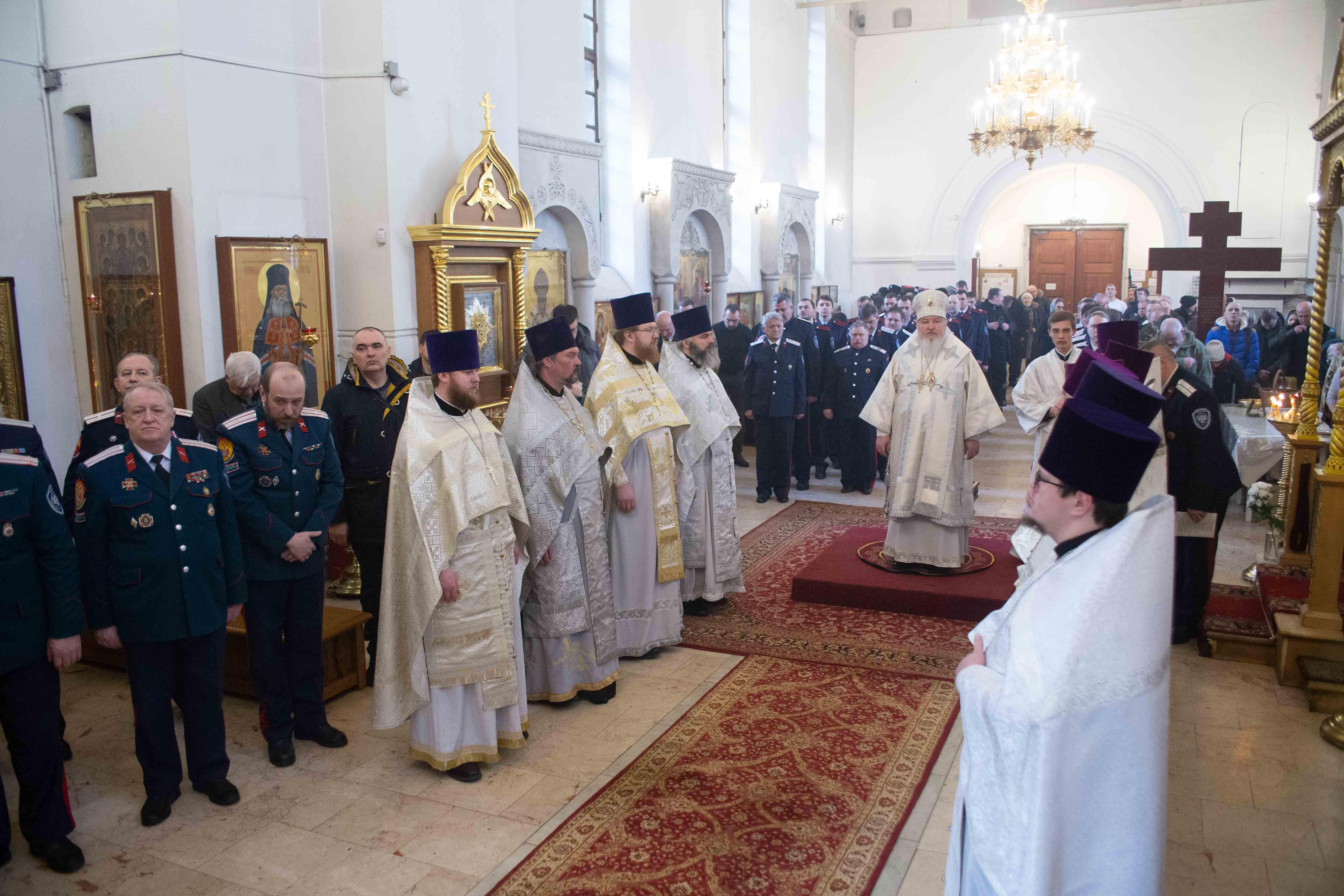 Божественная литургия в казачьем храме